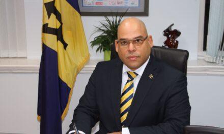 Hewitt confirms presidency bid