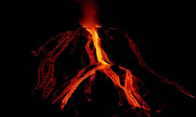 Canary Islands: volcanic smoke shrouds Barbados
